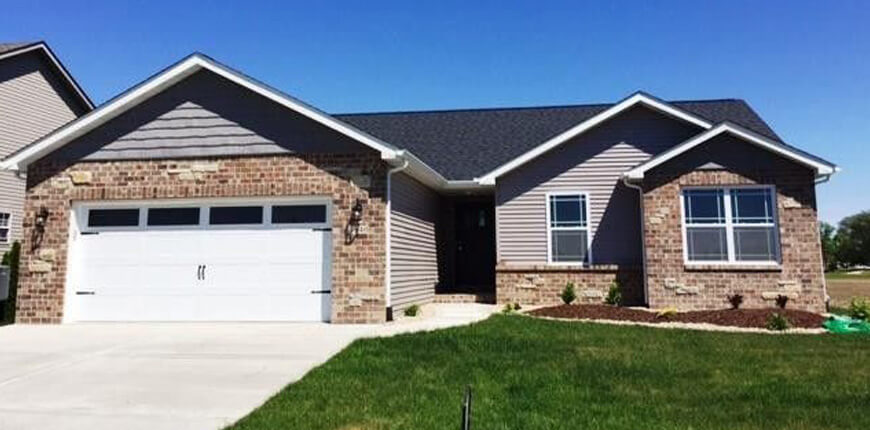 Rental with open floorplan with vaulted ceiling in Pontoon Beach IL