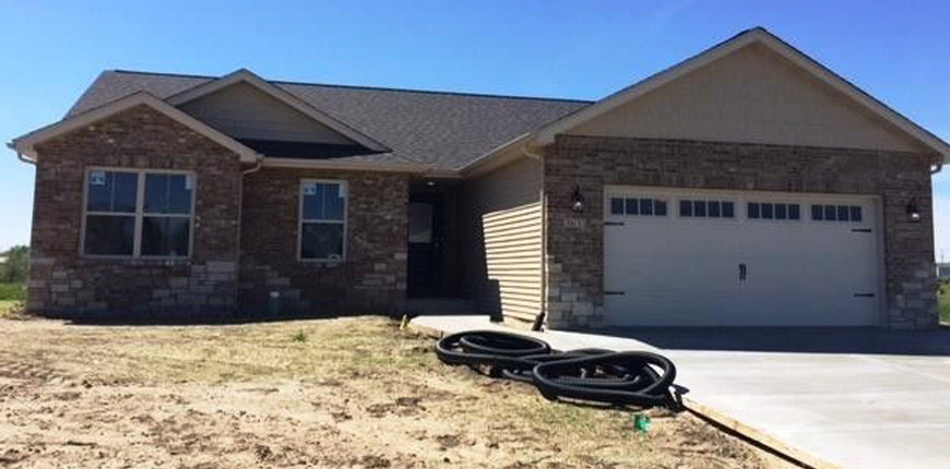 Rental with covered patio in Pontoon Beach IL