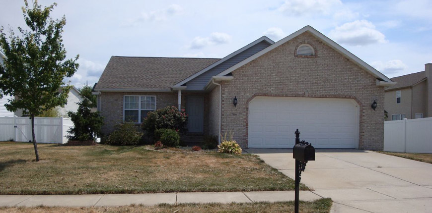 Rent a house with two car garage in convenient location to highway in O'Fallon IL