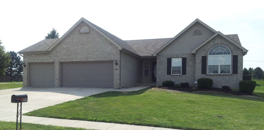 Three Bedrooms, Two Full Baths, and Three Car Garage House for Rent in Troy IL
