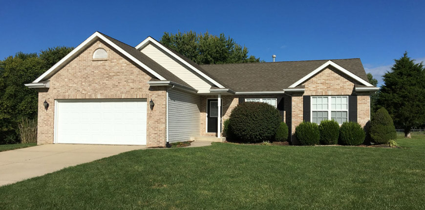 Ranch Style House with Two Car Garage for Rent in Maryville IL